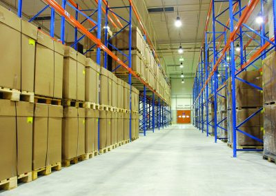 Il primo magazzino di logistica di grande taglia illuminato completamente con tecnologia LED